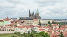 Panorama del castillo de Praga de los jardines de Petrin metrajes