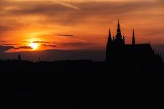 Panorama del castillo de Praga en la puesta del sol, checo Fotos de archivo