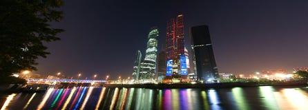 Panorama del centro de asunto internacional Imagen de archivo libre de regalías