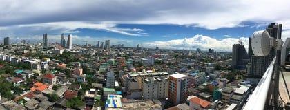 Panorama del centro de negocio de la ciudad de Bangkok con los rascacielos Asiático yo Foto de archivo libre de regalías
