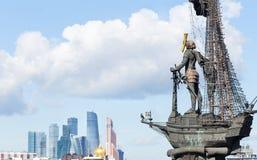 Panorama del centro de negocios internacional de Moscú, Peter el Grea imagen de archivo
