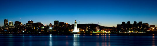 Panorama del centro di Montreal al crepuscolo Immagini Stock