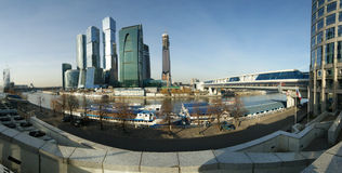 Panorama del centro internazionale di affari Immagine Stock