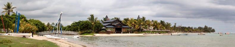 Panorama del centro turístico de isla tropical Foto de archivo libre de regalías