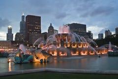Panorama del Chicago con la fontana di Buckingham Fotografia Stock Libera da Diritti