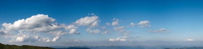 Panorama del cielo azul Imagenes de archivo