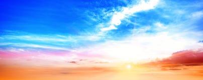 Panorama del cielo del verano de la salida del sol Imagen de archivo