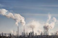 Panorama del complesso industriale di fumo dei camini Fotografie Stock Libere da Diritti