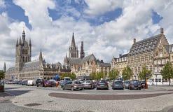 Panorama del cuadrado de Grote Markt en Ypres fotografía de archivo libre de regalías