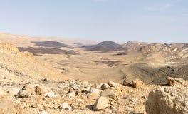 Panorama del desierto en el cráter de Israel Ramon Fotografía de archivo