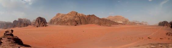 Panorama del desierto - ron del lecho de un río seco, Jordania Fotografía de archivo