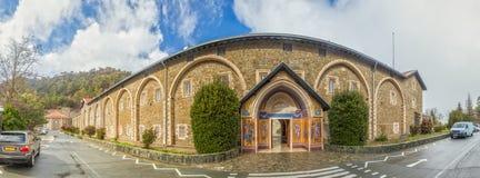 Panorama del exteriour del monasterio santo de la Virgen de Kykkos en T Imagen de archivo