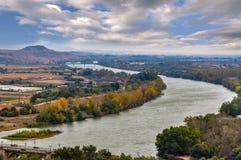 Panorama del fiume l'Ebro a Tudela, Navarra, Spagna fotografia stock libera da diritti