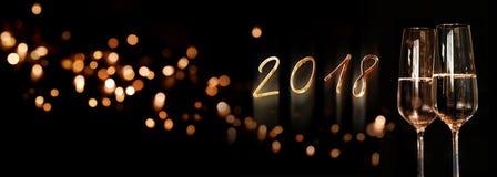 Panorama del fondo del Año Nuevo con el vino espumoso Fotos de archivo
