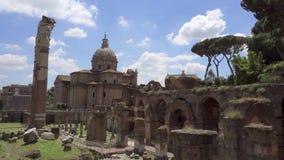 Panorama del foro antiguo Romanum de las ruinas en la cámara lenta Foro romano en el centro de la ciudad de Roma, Italia almacen de video