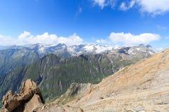 Panorama del ghiacciaio della montagna con Dreiherrnspitze, alpi di Hohe Tauern, Austria Immagine Stock