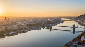 Panorama del helicóptero aerotransportado de Budapest del parlamento de Danubio fotografía de archivo