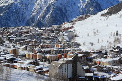 Panorama del Hils y de los hoteles, Les Deux Alpes, Francia, francesa Fotografía de archivo