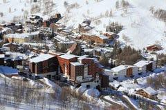 Panorama del Hils y de los hoteles, Les Deux Alpes, Francia, francesa Imagen de archivo libre de regalías