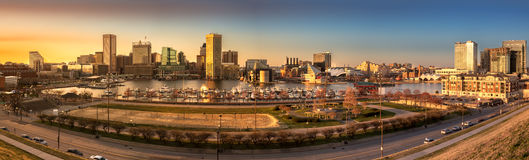 Panorama del horizonte de Baltimore en la puesta del sol Imagen de archivo libre de regalías