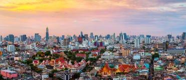 Panorama del horizonte de Bangkok en la puesta del sol, Tailandia Foto de archivo libre de regalías