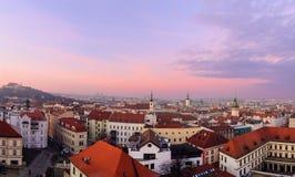 Panorama del horizonte de la ciudad en la puesta del sol en Brno, Morawia Imágenes de archivo libres de regalías