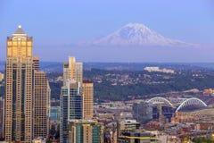 Panorama del horizonte de Seattle en la puesta del sol Fotos de archivo libres de regalías