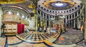 Panorama del interior de la parte central de la iglesia de t Imágenes de archivo libres de regalías