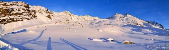 Panorama del invierno de las montan@as Imágenes de archivo libres de regalías