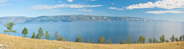 Panorama del lago Baikal foto de archivo