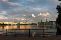 Panorama del lago Binnenalster y el centro de Hamburgo Imágenes de archivo libres de regalías