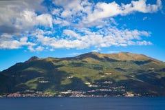 Panorama del lago Como y de las montan@as, Italia Imágenes de archivo libres de regalías
