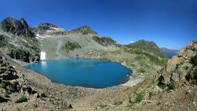 Panorama del lago de la montaña Imagen de archivo libre de regalías