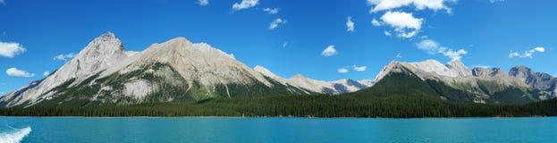 panorama del lago del maligne fotografía de archivo libre de regalías
