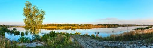 Panorama del lago del verano de la tarde Fotografía de archivo libre de regalías