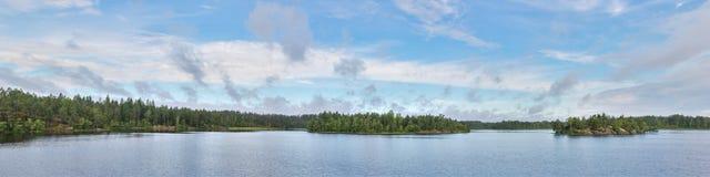 Panorama del lago della foresta Immagini Stock Libere da Diritti