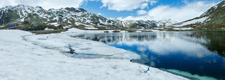 Panorama del lago della montagna delle alpi di estate (Svizzera) Fotografie Stock