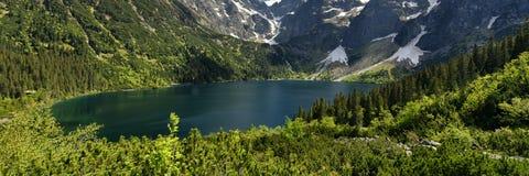 Panorama del lago di oko di Morskie, montagne di Tatra, Zakopane, Polonia Fotografia Stock