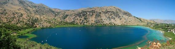 Panorama del lago Kournas Fotografia Stock Libera da Diritti