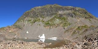 Panorama del lago mountain Foto de archivo libre de regalías