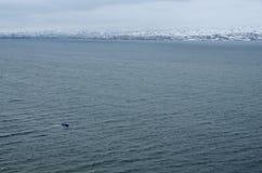 Panorama del lago nella stagione invernale, più grande lago Sevan in Armenia Immagini Stock