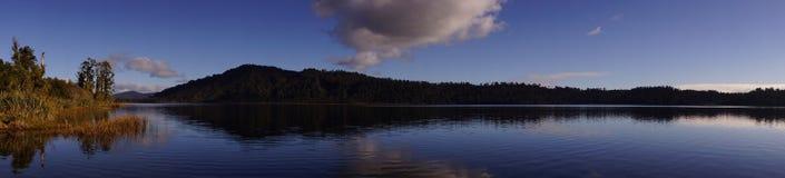 Panorama del lago in Nuova Zelanda Fotografia Stock