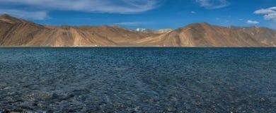 Panorama del lago Pangong nel leh, ladakh India Fotografia Stock Libera da Diritti
