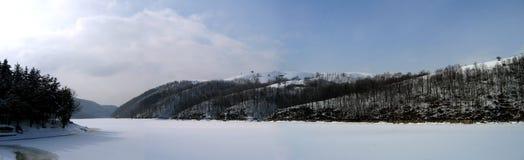 Panorama del lago winter Foto de archivo libre de regalías