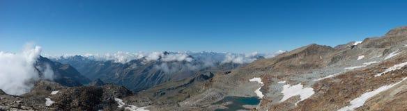 Panorama del macizo de Monte Rosa cerca de Punto Indren Alagna Valsesia foto de archivo libre de regalías