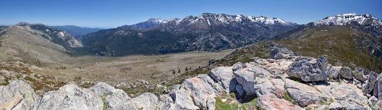 Panorama del macizo de Monte Rotondo Mountain en Córcega central imagenes de archivo