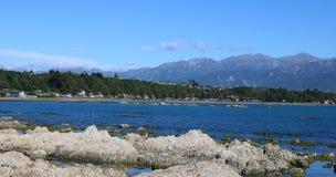 Panorama del mare e delle montagne Kaikoura Nuova Zelanda Fotografia Stock