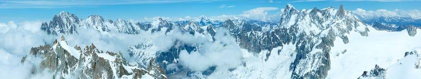 Panorama del massiccio della montagna di Mont Blanc (vista da Aiguille du Midi Immagine Stock Libera da Diritti