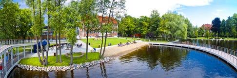 Panorama del molo del castello in Szczecinek - paesaggio del lago in Polonia immagine stock