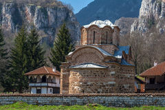 Panorama del monasterio medieval de Poganovo de St John el teólogo Fotos de archivo libres de regalías